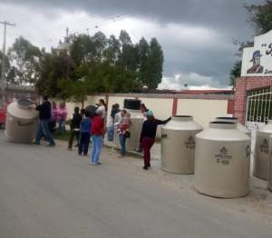 Se realiza entrega de tanques de agua en el municipio